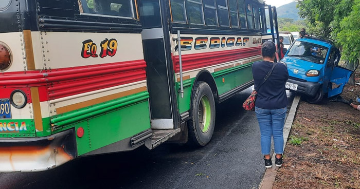 Cuatro lesionados tras choque en el occidente del país
