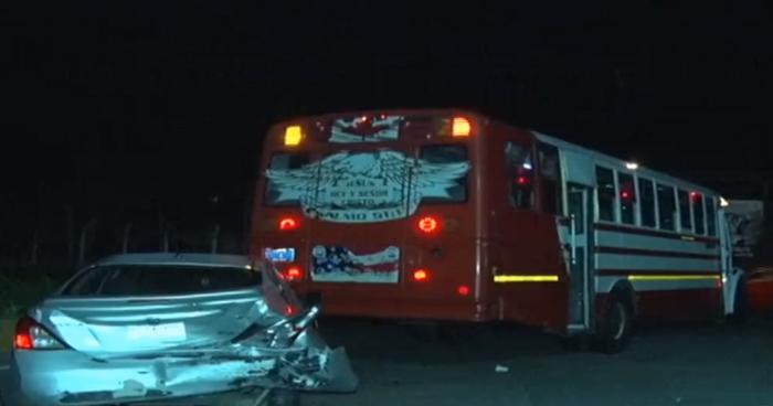 Conductor ebrio provoca choque y deja lesionada a una conductora en Ilopango