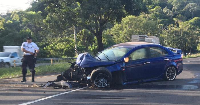 Fuerte accidente se registró esta madrugada en Autopista Comalapa