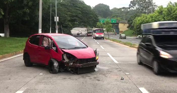 Conductor pierde el control y se accidenta sobre carretera Comalapa