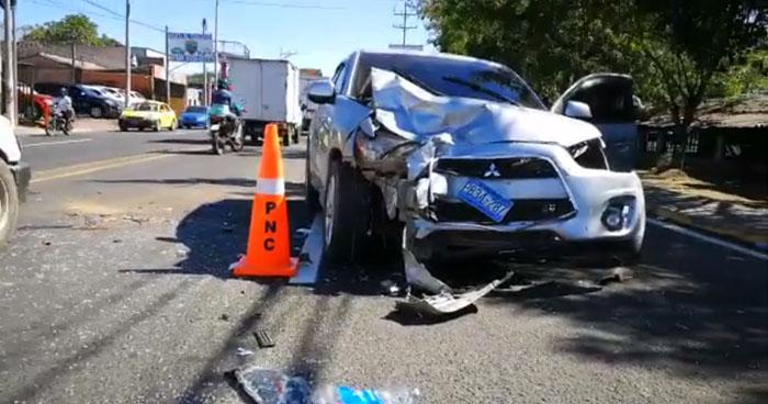 Conductor ebrio provoca triple choque en carretera Ruta Militar, San Miguel