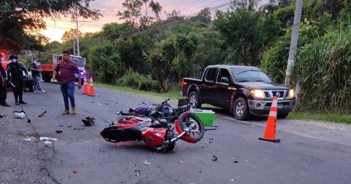 Un motociclista fallecido y dos más lesionados tras fuerte choque en carretera a Ilobasco