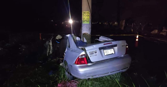 Dos mujeres fallecieron tras chocar contra un poste en desvío de San Juan Opico, La Libertad