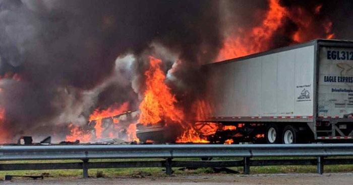 Múltiple choque y derramamiento de combustible deja a 7 personas muertas en Florida