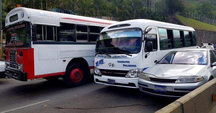 Varios lesionados tras choque en carretera Los Chorros