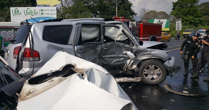 Dos muertos tras choque entre pick up y camioneta guatemalteca en carretera de Santa Ana