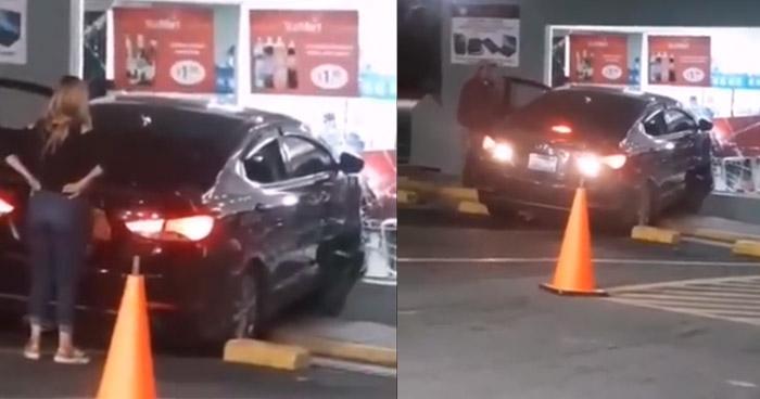 Mecánico estrella vehículo de clienta contra el vidrio de una tienda en El Congo