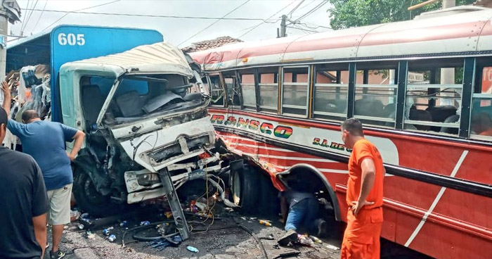 Diez lesionados tras accidente en Nahuizalco, Sonsonate