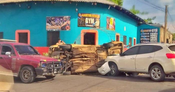 Conductor causa grave choque en San Miguel por no respetar una señal de alto