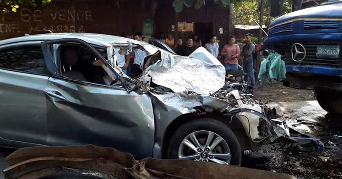 Estudiante universitario muere en fatal choque en carretera de San Miguel