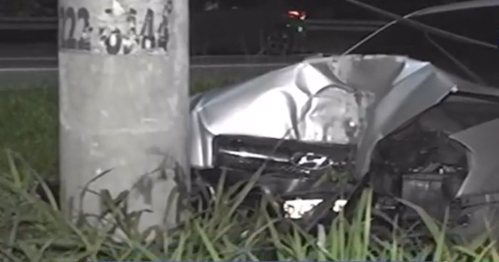 Nacionales Conductora lesionada tras chocar contra un poste en carretera a Santa Ana - Solo Noticias El Salvador