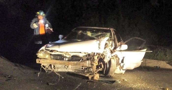 Conductor atrapado en su vehículo tras chocar con un autobús en San Vicente