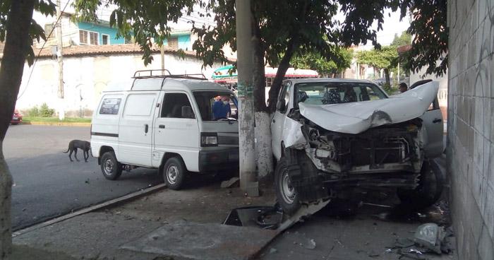 Un lesionado tras fuerte choque frente al Parque Centenario