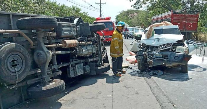 Tres lesionados dejó fuerte choque en carretera Litoral, Usulután