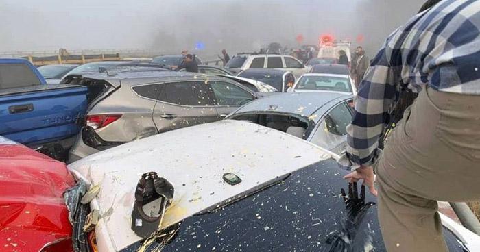 Choque en cadena de 63 vehículos deja al menos 51 lesionados en EE.UU.