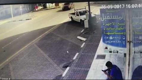 Choque ocasiona la muerte de un joven que miraba su celular en el lugar equivocado