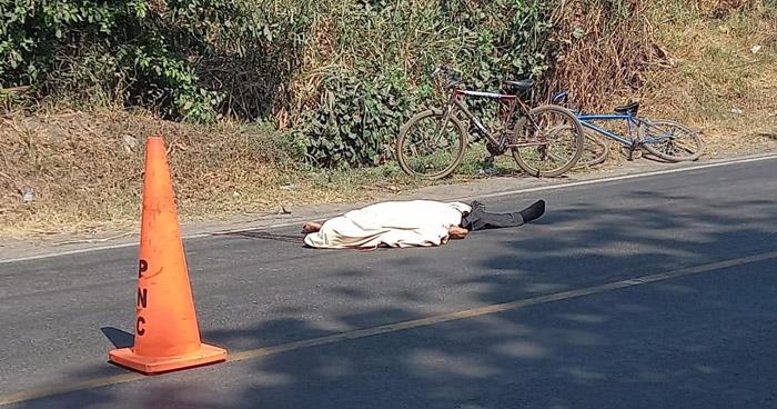 Ciclista muere al ser arrollado en calle a San Juan Opico, La Libertad
