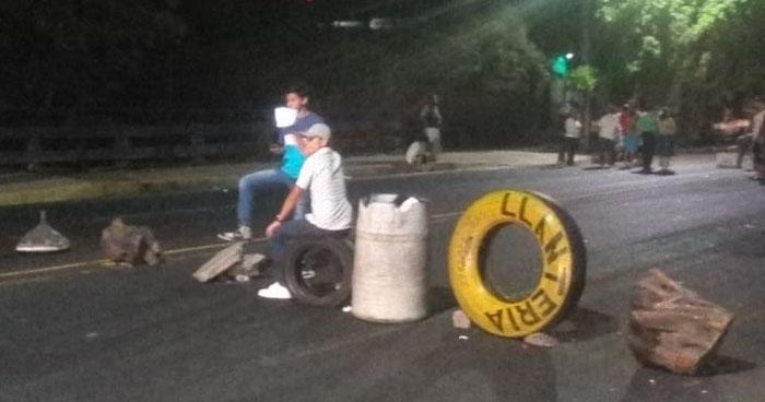 Protestaron por la instalación de una antena telefónica en San Salvador