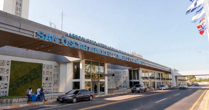 Presidente Bukele ordena restringir avión procedente de México con 12 casos confirmados de COVID-19