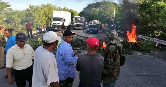Veteranos de Guerra comienzan a bloquear las carreteras anunciadas