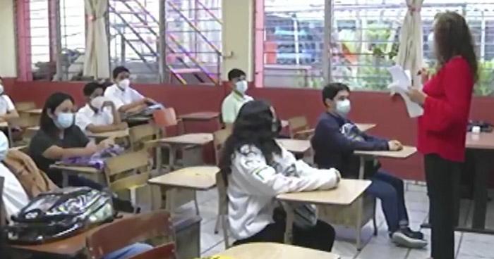 Cierran 11 centros escolares por aumento de contagios de COVID-19