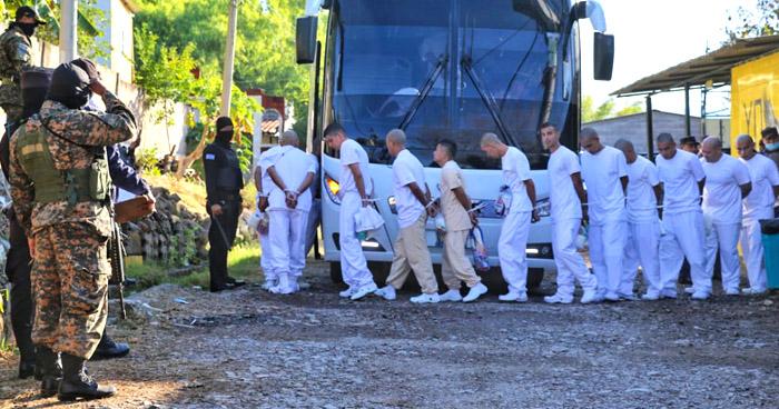 Inicia traslado de reos para cierre definitivo del Penal de Chalatenango