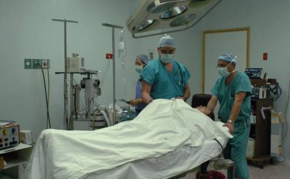 Médicos del Hospital Rosales no cuentan con más equipo para cirugías