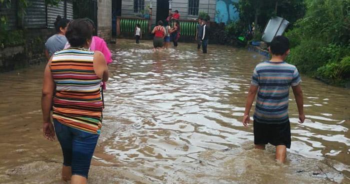 Evacuaciones en Citalá, Chalatenango, por desborde del río Lempa