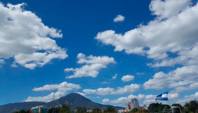 El cielo estará poco nublado y el ambiente cálido durante el día y fresco por la noche