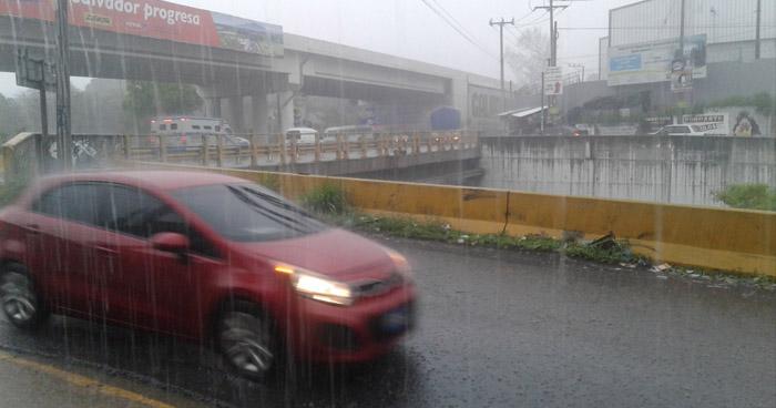 Fuerte actividad eléctrica con chubascos y tormentas moderadas por influencia de Vaguada