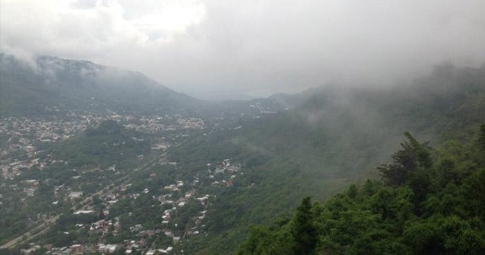 Contenido de humedad desde el Caribe y del Pacifico favorecera cielo nublado con lluvias y tormentas moderadas