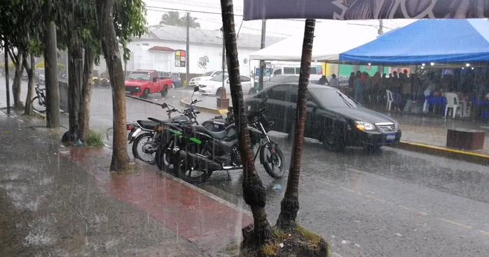 Flujo del este continúa acelerado permitiendo ingreso de humedad al territorio salvadoreño