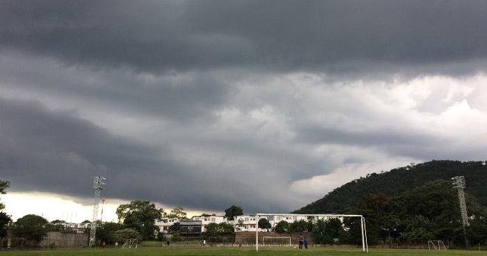 Desplazamiento de una Onda Tropical creará fuerte actividad eléctrica y chubascos dispersos