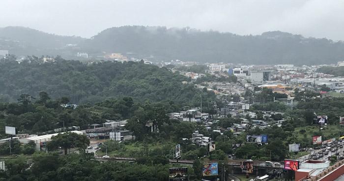Paso de vaguada por El Salvador acumulará humedad en la franja central y norte del país