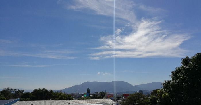 Cielo despejado y ambiente caluroso en hora de la tarde, con pocas probabilidades de lluvia