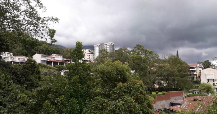 Ambiente caluroso y pocas probabilidades de lluvia para este jueves