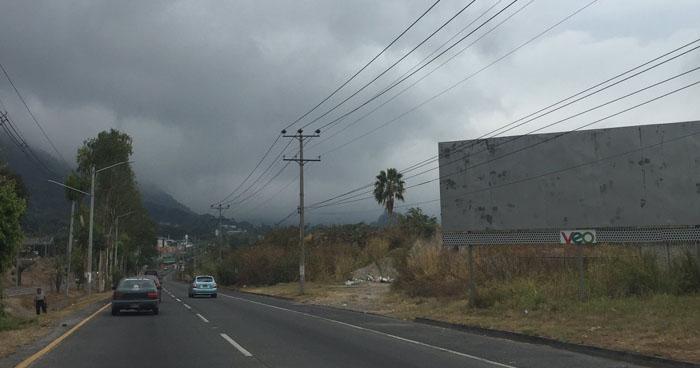 Ambiente permanecerá nublado con altas probabilidades de lluvia