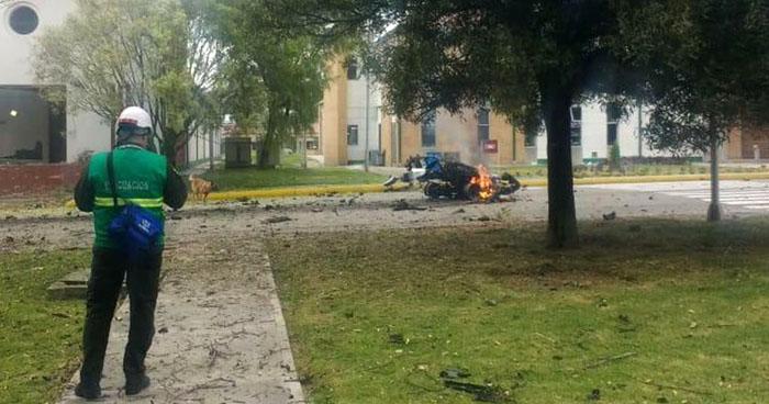 Al menos 8 muertos dejó explosión de coche bomba frente a escuela de policías de Bogotá, Colombia