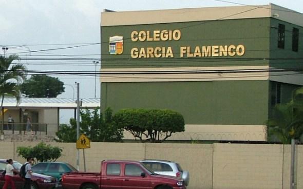Padres denuncian que profesor de ingles del colegio Garcia Flamenco beso y toco los genitales a un alumno