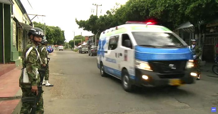 Ataque con carro bomba deja 36 heridos en unidad militar en Colombia