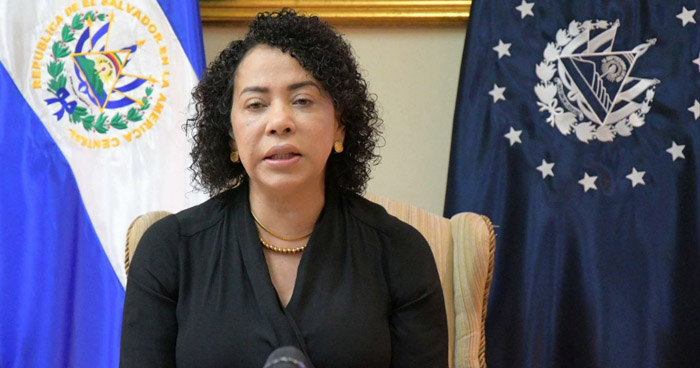 """Hondureña sospechosa de """"Coronavirus"""" que hizo escala en El Salvador no desabordó el avión"""