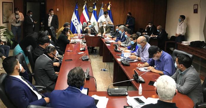 Gobierno y diputados continúan discutiendo proyecto integral de Salud y reapertura de la economía