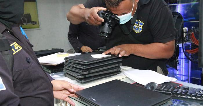 Incautan computadoras que entregó el MINED y que eran vendidas en San Salvador
