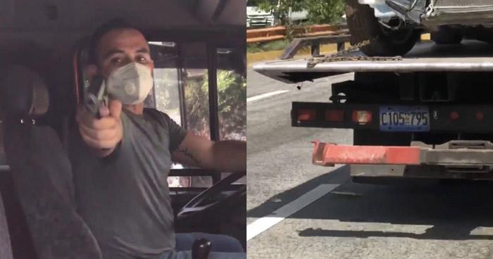 VIDEO | Denuncian a conductor armado que amenazó a motociclista en Autopista a Comalapa