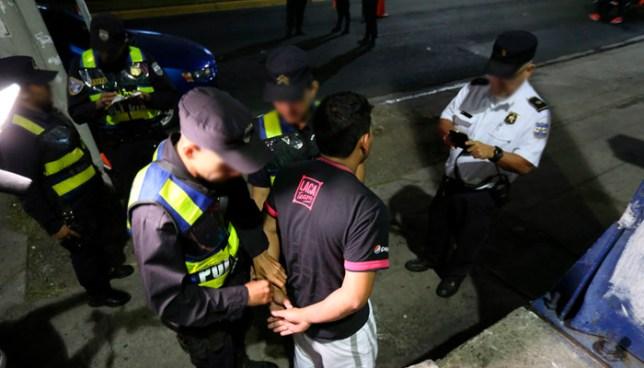 Detienen a conductor con 500 grados de alcohol en control vehicular nocturno en San Salvador