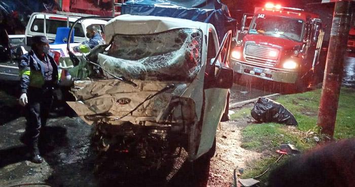 Conductor ebrio choca contra una rastra en carretera Panamericana, San Miguel