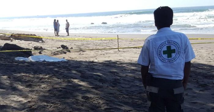 Dos fallecidos y un lesionado luego que fueran arrastrados por una ola en playa Conchalío