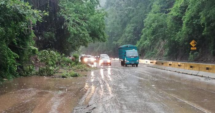 Cierran carretera Los Chorros por vulnerabilidad de derrumbes