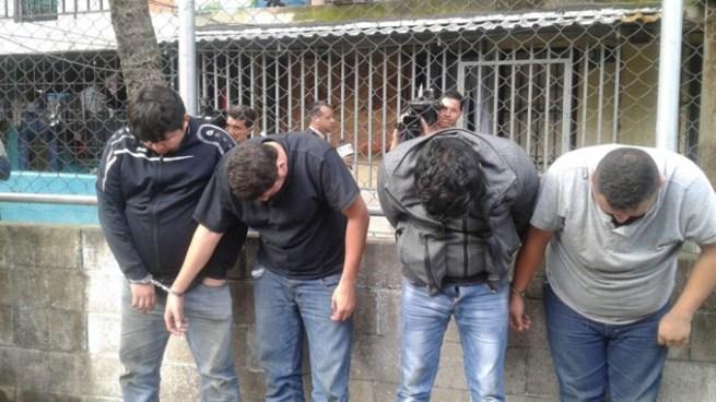 "PNC realiza plan ""Casa Segura"" en barrio Modelo de San Salvador y capturan a cuatro sujetos por robo"