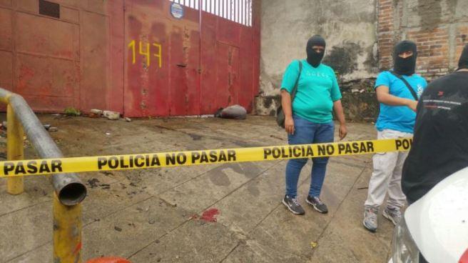 Encuentran a dos cuerpos embolsados en distintos puntos de San Salvador
